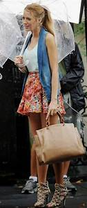 Blake Lively Style Guide: A Lively Walk in the Rain ...