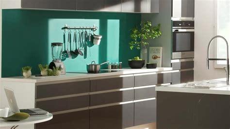 cuisine verte et marron cuisine verte et grise cadre avec accroches la dco de gg