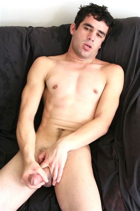 Leonardo's Hot Aussie Cock Sizing Up Blog