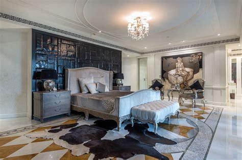Palazzo Versace Opulent Waterfront Penthouse In Dubai