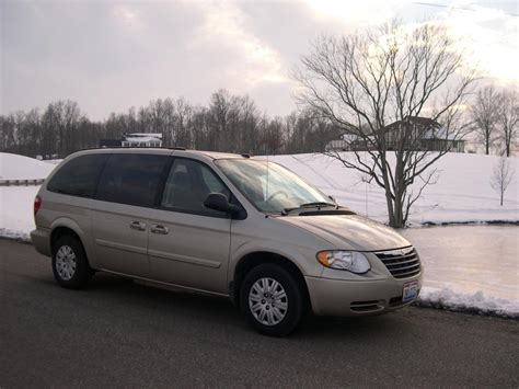 Chrysler 2005 Town And Country by 2005 Chrysler Town And Country Information And Photos