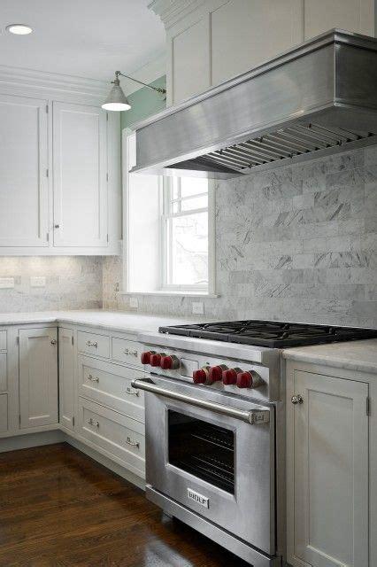 kitchens subway tiles backsplash white creamy shaker