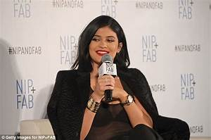 bracelet kylie jenner With robe de cocktail combiné avec bracelet love cartier