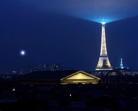 eiffel tower light 1280 x 1024 wallpaper