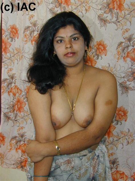 hot indian mallu bhabhi seduceding image gallery