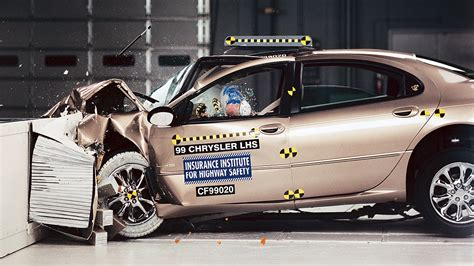 siege auto crash test most large luxury cars do well in iihs front crash test