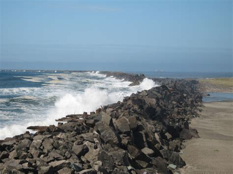 photo south jetty of columbia river