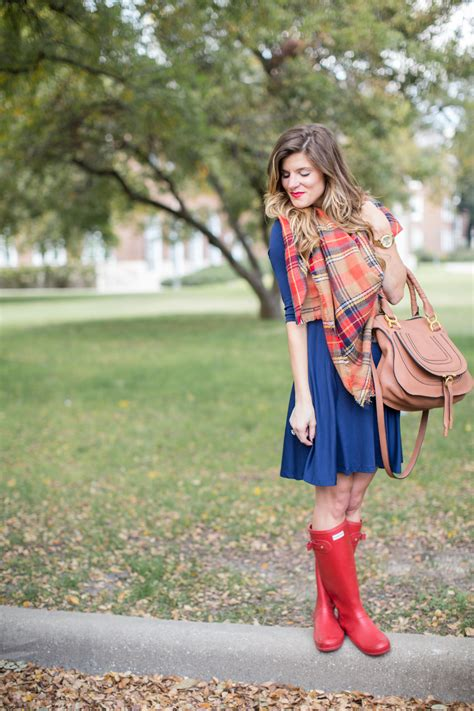 Rainy Day Outfits // What To Wear On a Rainy Day in Spring