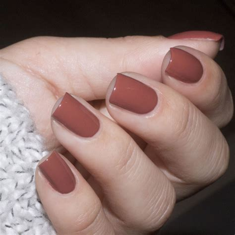 tan brown nails  seventies retro style