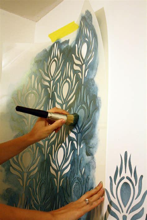 pochoir mural chambre le pochoir mural 35 idées créatives pour l 39 intérieur