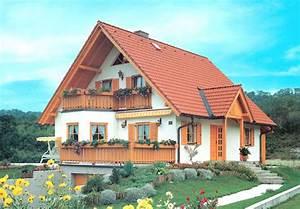 Was Ist Ein Erker : fertighaus einfamilienhaus im rustikalen landhausstil mit gro en dach berst nden erker balkon ~ Frokenaadalensverden.com Haus und Dekorationen