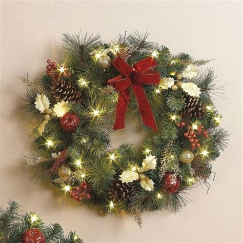 pre lit christmas wreaths with pine cones