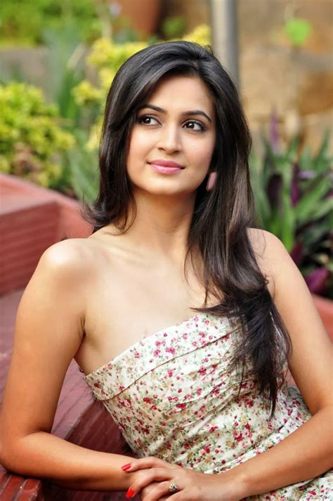 kriti kharbanda wallpapers bio age raaz 4 kriti kharbanda hd wallpapers