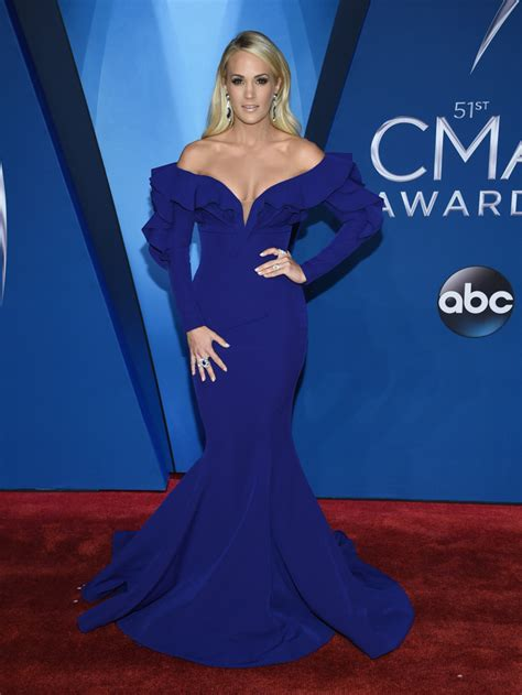 Photos 2017 Cma Awards Red Carpet Fashion Abc30com