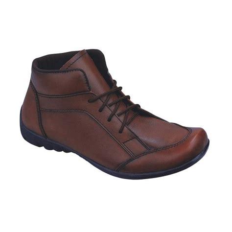 sepatu coklat kulit karet jual syaqinah 68 kulit sepatu boots pria coklat
