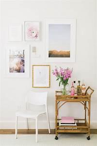 1001 conseils et idees pour arranger un mur de cadres With tapis chambre bébé avec bouquet fleur original