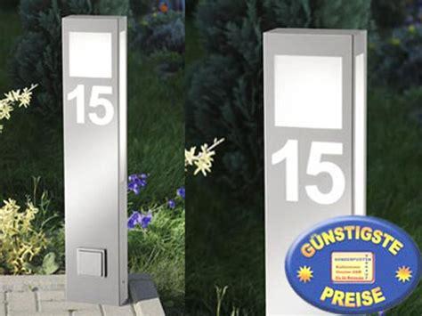 hausnummer design cenator standleuchte mit hausnummer und steckdose edelstahl cenator cm 42