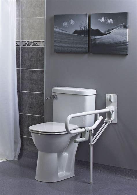 siege pour handicapé les 25 meilleures idées concernant salle de bains pour