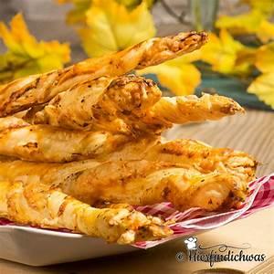 Käsestangen mit leckeren Gewürzen und Blätterteig