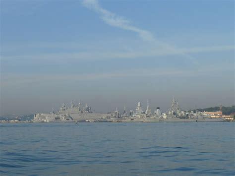 photo 224 toulon 83000 vue de la rade le port militaire toulon 118130 communes