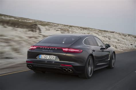 Grau Metallic by Porsche Panamera Turbo Executive Volcano Grey Metallic