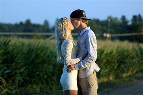Kissing Skinny Couple Hug Lovers Beautiful Inspiring Pictures
