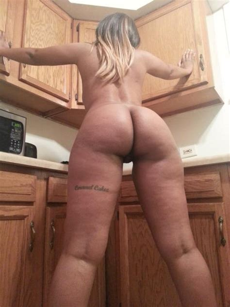 Mzansi Sexy Babe Shows Naked Picture Posing In The Kitchen