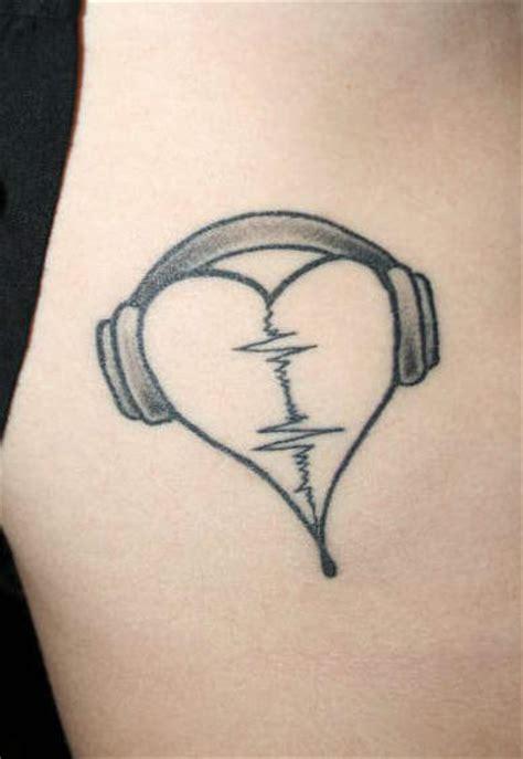 musiikki aiheisia tatuointi kuvia iholla