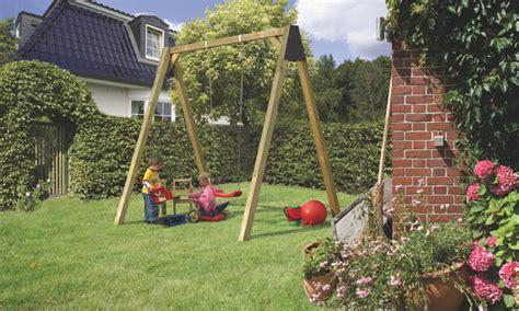 Schaukel Und Rutschen Im Garten  Kinder Lieben Schaukeln