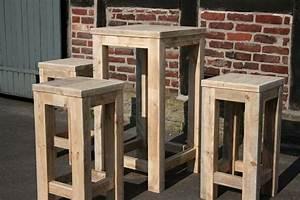 Stehtisch Selber Bauen : bauholz stehtisch hocker kombination recycelt ~ Lizthompson.info Haus und Dekorationen