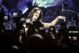 Review: Lana Del Rey at Dallas' American Airlines Center ...