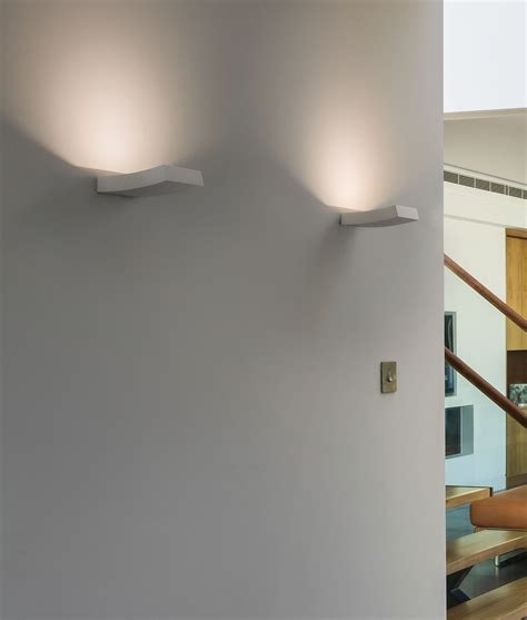slim curved plaster wall uplight with wall wash effect