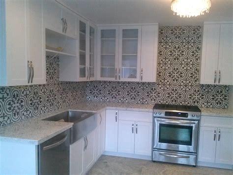 cement tile kitchen carreaux ciment noir et blanc 2050
