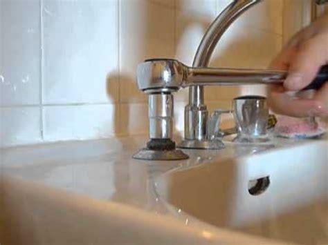 r 233 parer une fuite sur un robinet d 233 vier de salle de bain