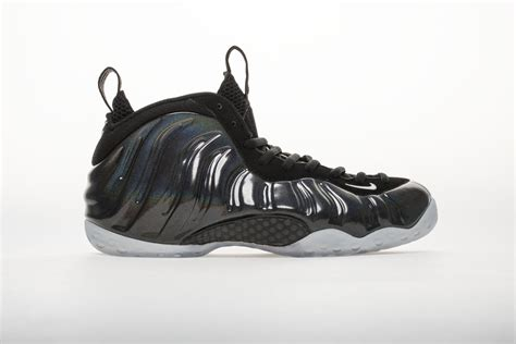 nike air foamposite  hologram   shoes