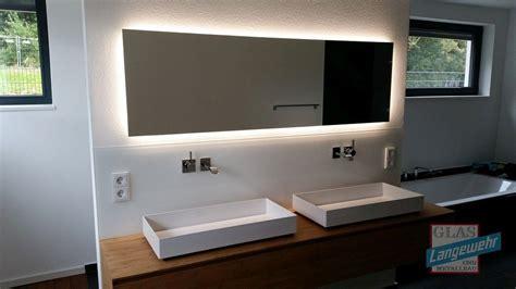 badspiegel led hinterleuchtet spiegel mit led hinterleuchtung hinterleuchtete spiegel und lackierte glasr 252 ckw 228 nde in