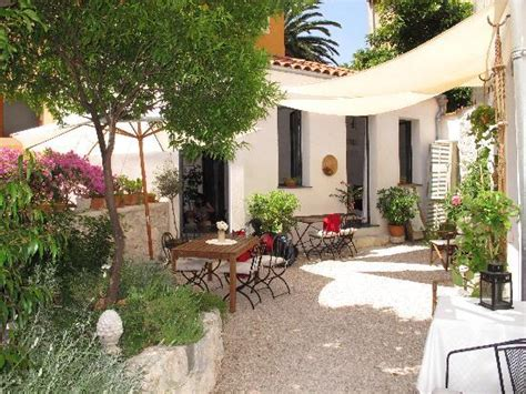 beautiful garden of the house and b b rooms for breakfast picture of la maison
