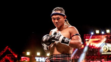 saenchai  muay thai fight   set  italy