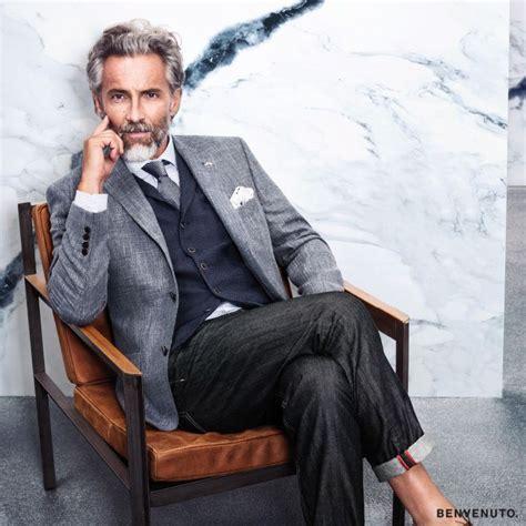 business mode herren ein legerer mix aus grau und blaut 246 nen f 252 rs b 252 ro herrenmode business modegarhammer anzug