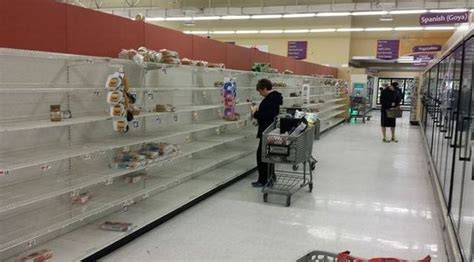 blizzard   nyc grocery stores cleaned