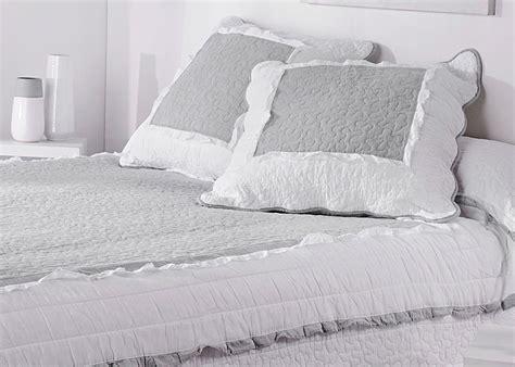 table de cuisine ronde pas cher couvre lit boutis marquise gris blanc taie d 39 oreiller