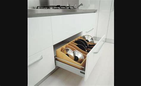 accessoire tiroir cuisine range poêlons rangement pour armoires de cuisine accessoires de cuisine deco