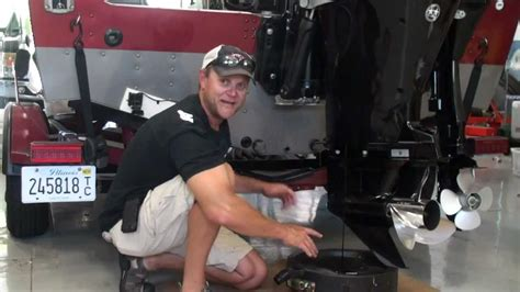 Mercury Boat Motor Oil Change by How To Change Oil In An Outboard Iboats Youtube