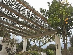 Filet De Camouflage Pour Terrasse : pergolas abris de jardin pour se prot ger du soleil en terrasse c t maison ~ Melissatoandfro.com Idées de Décoration