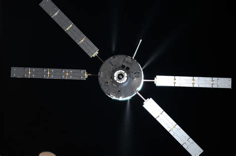 Space in Images - 2014 - 11 - ATV-5 approaching Station