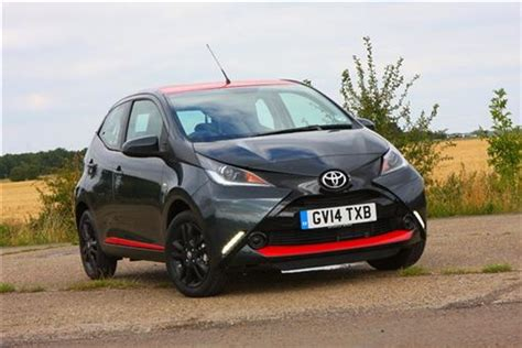 toyota aygo x play touch toyota aygo 1 0 vvt i x play x touch 5d road test parkers