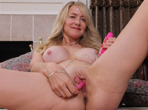 Busty American Mature Toying Herself On Gotporn 5804929
