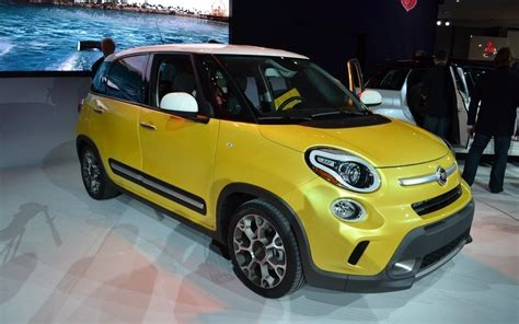 Fiat 500l Five Door by Fiat 500l Lounge And Trekking The Car Guide