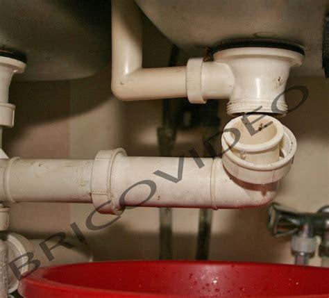 deboucher evier cuisine déboucher un siphon bouché lavabo ou évier