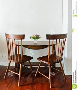 Table Salle A Manger Petite Largeur : petite table de salle manger photo stock image 28245160 ~ Teatrodelosmanantiales.com Idées de Décoration
